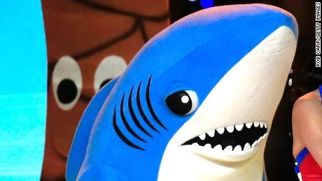 150203093408-01-left-shark-0203-large-169